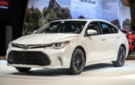 2019 Toyota Avalon Hybrid Review and Price