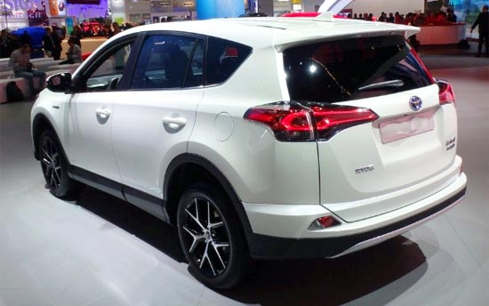 2019 Toyota RAV4 XLE Review, Price and Specs | Toyota ...
